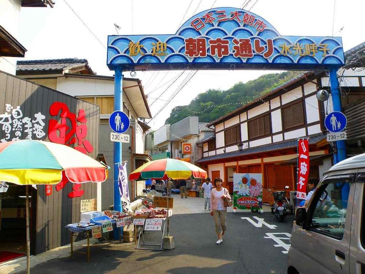 6. ตลาดเช้า Yobuko Morning Market