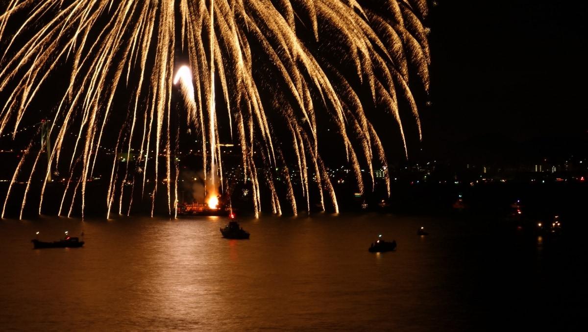 4. Kanmon-kaikyo Fireworks Festival (Yamaguchi & Fukuoka)