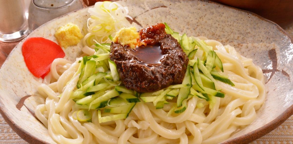 1. จาจาเมน (じゃじゃ麺)