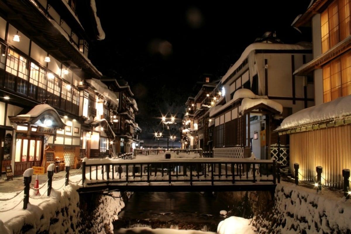 1. กินซังออนเซ็นแห่งยามากาตะ (銀山温泉)