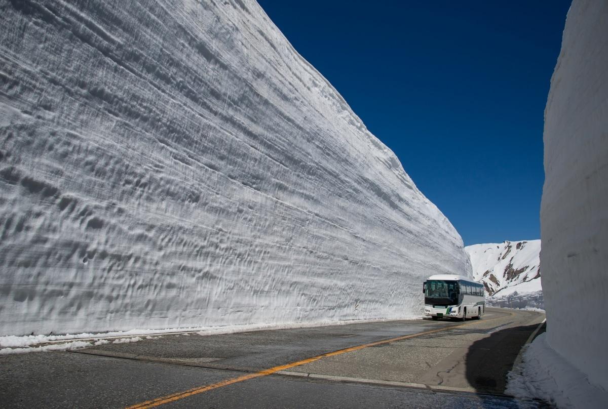 5. Great Snow Wall (Toyama)