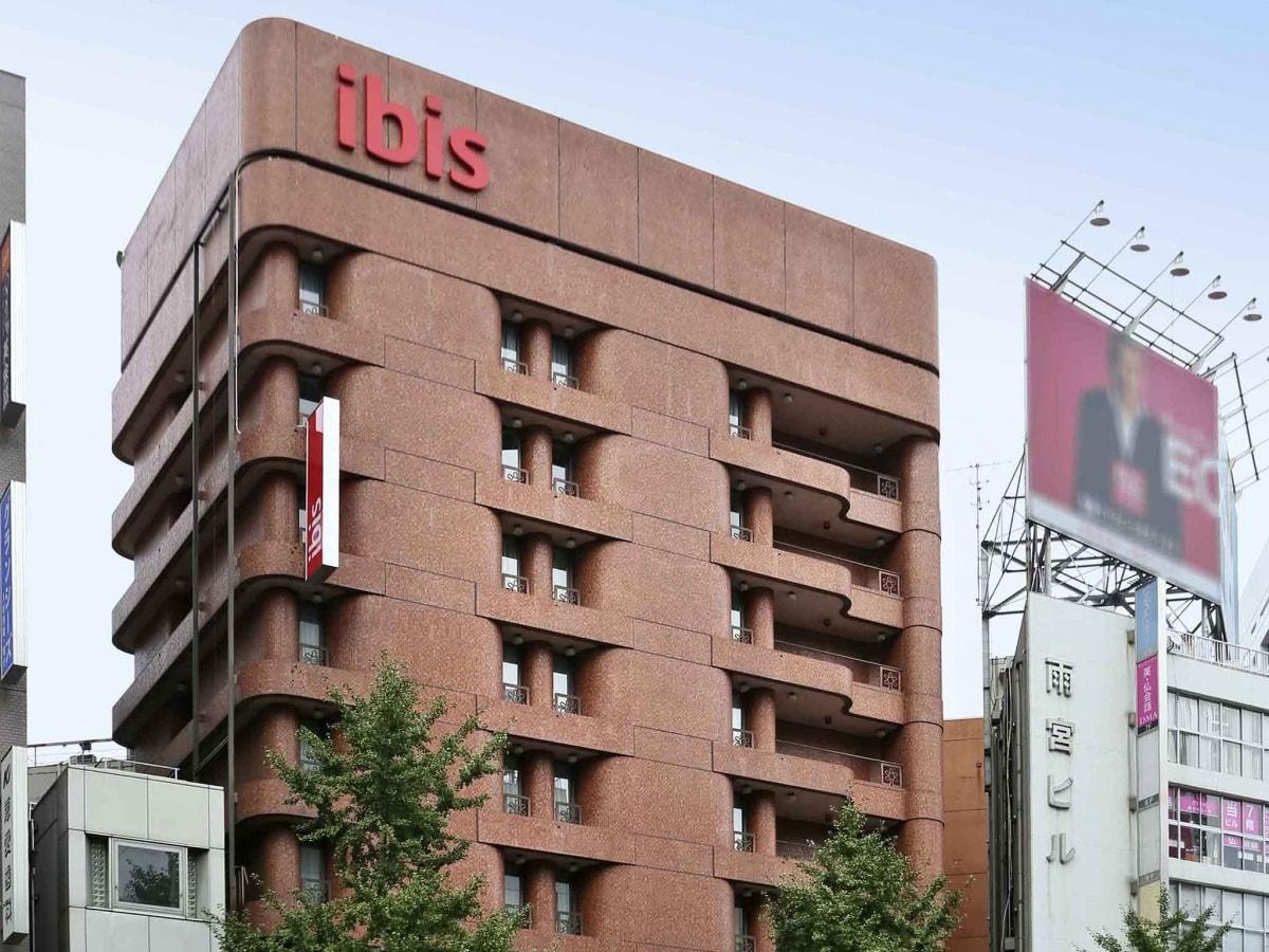 โรงแรมราคาประหยัด โลเคชั่นดี เดินทางสะดวก ใกล้รถไฟ แถมยังสามารถเดินไปช้อปได้ในย่านใจกลางชินจูกุ หรือคาบุกิโจ