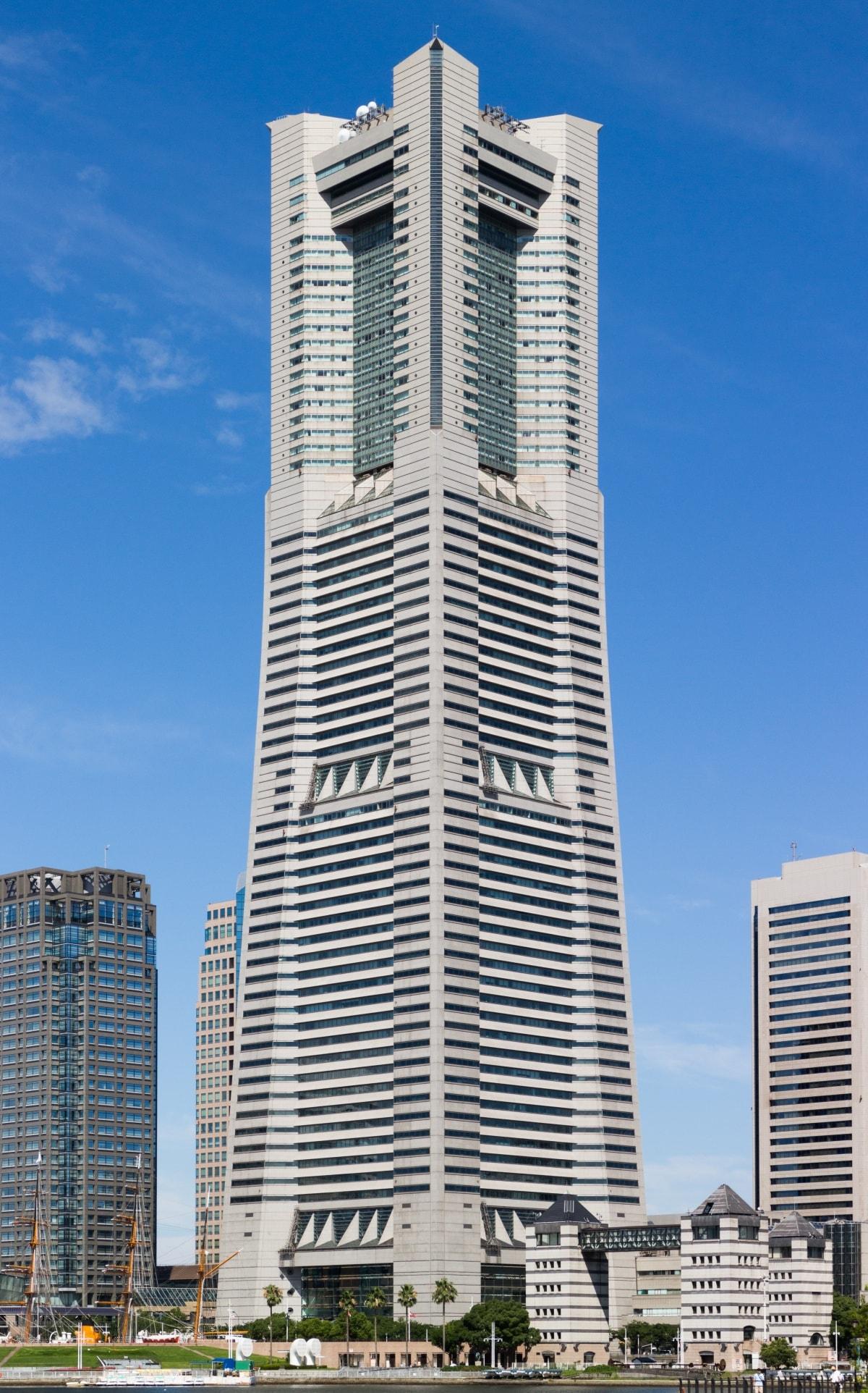 6. ตึก Landmark Tower