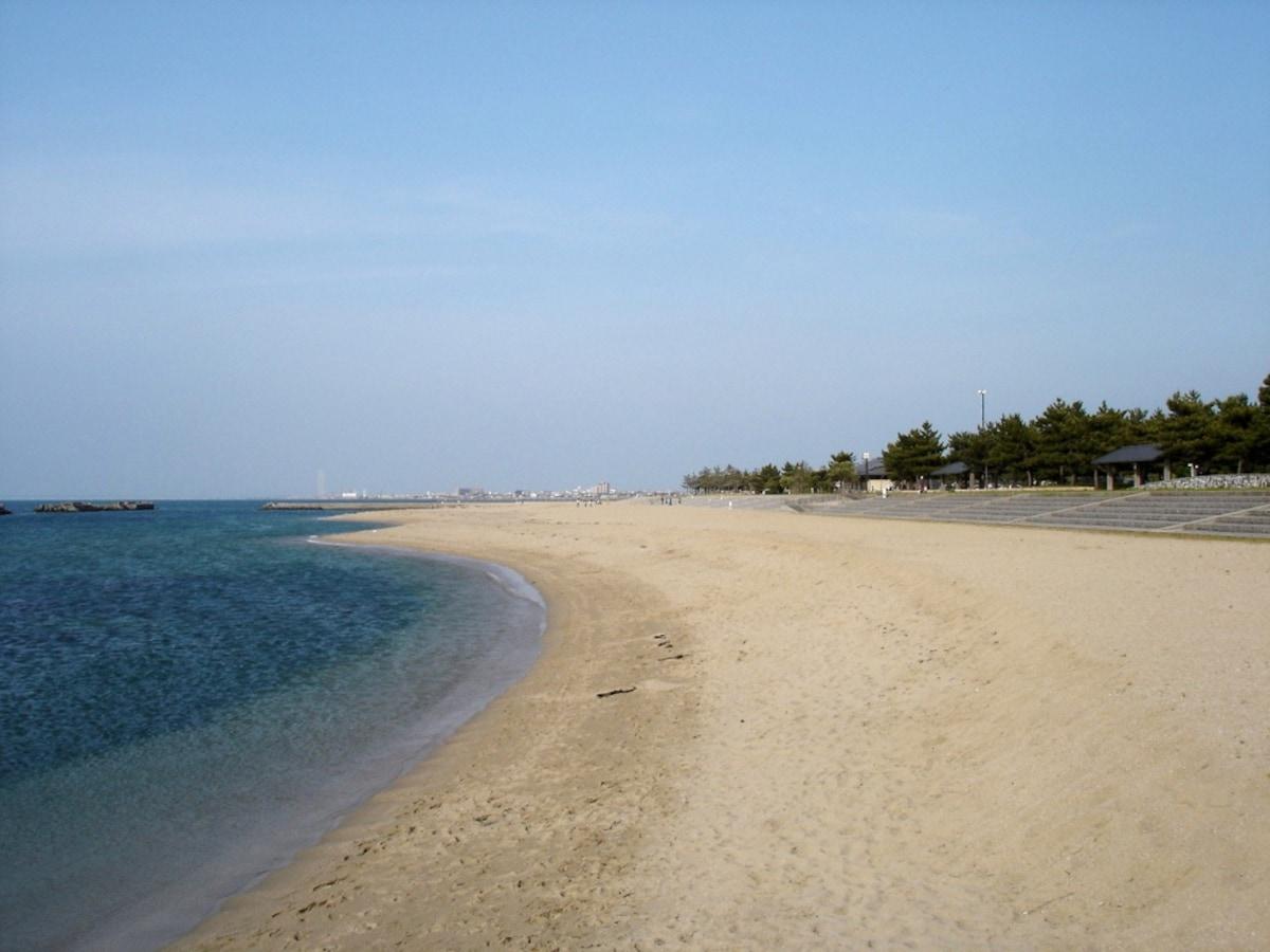5. Hakotsukuri Beach