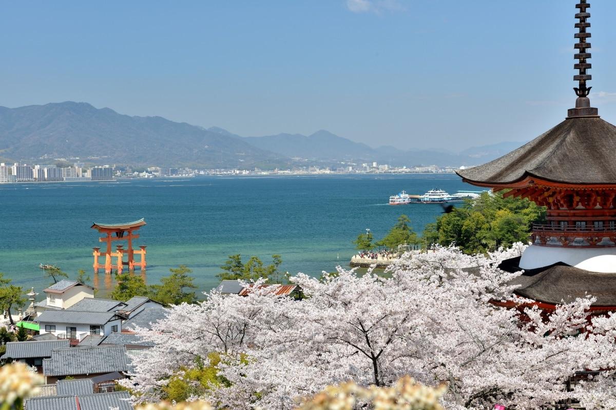 ศาลเจ้าอิทสึกุชิมะ (厳島神社)