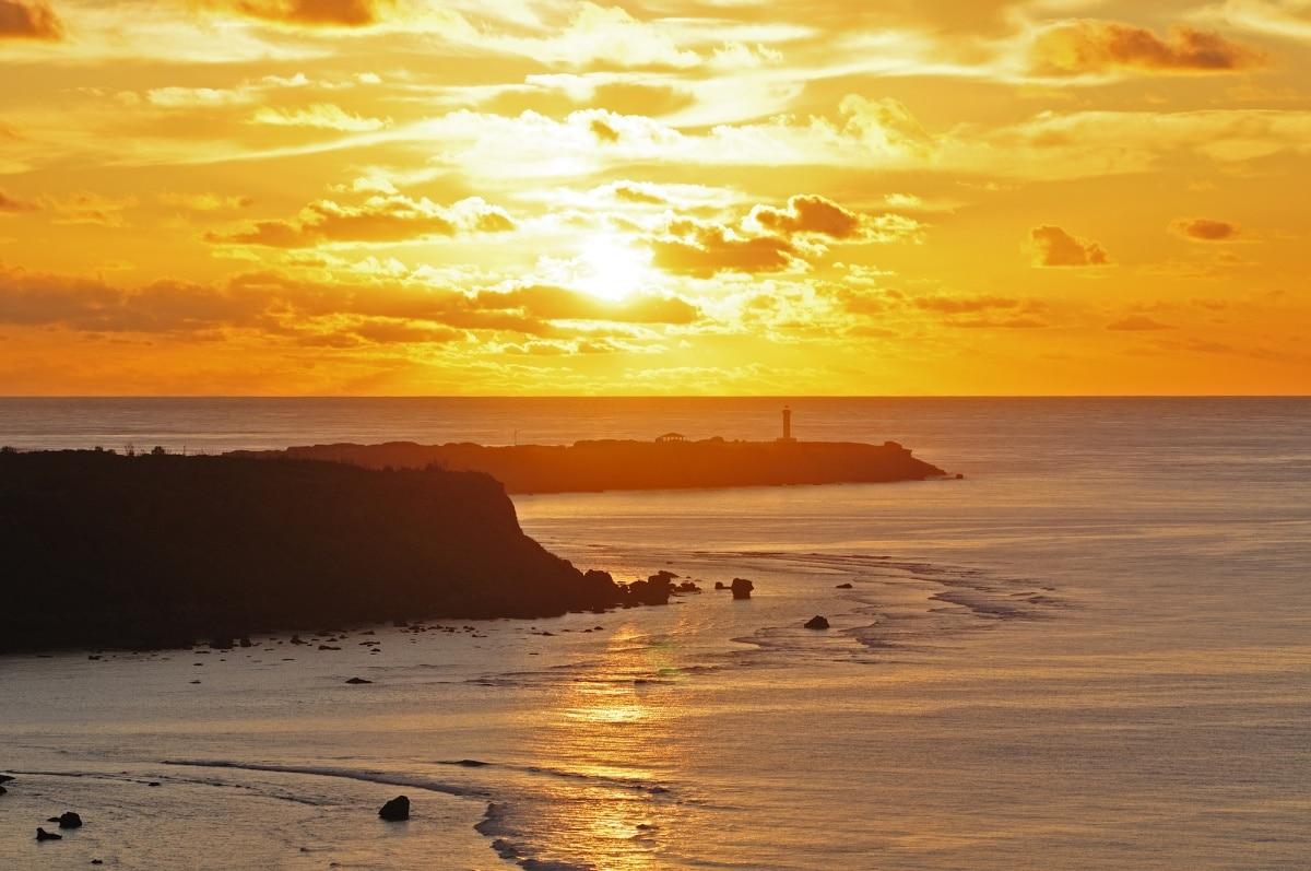 被海環繞的日出絕景│沖繩 東平安名崎