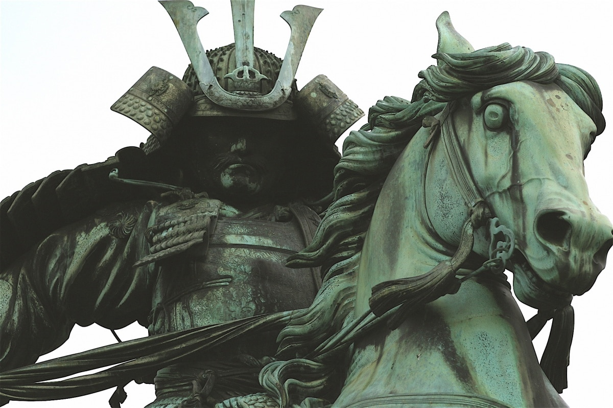 4: Kusonoki Masashige's Statue
