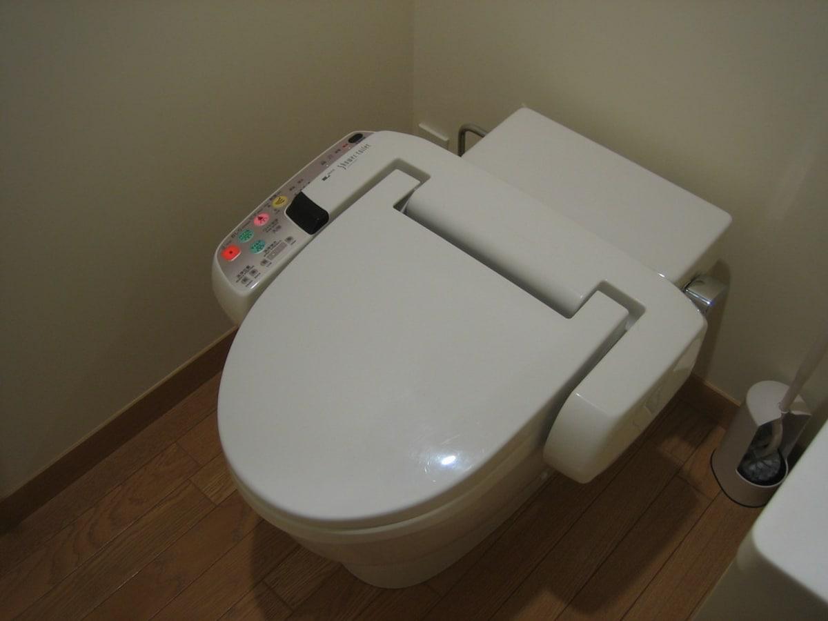 1. 加熱便座 — Heated Toilet Seat
