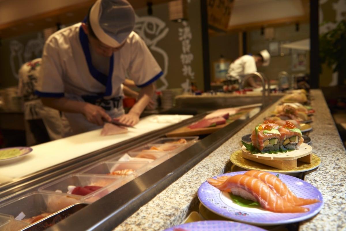 在日本经营了约100家店铺的回转寿司店--合点寿司