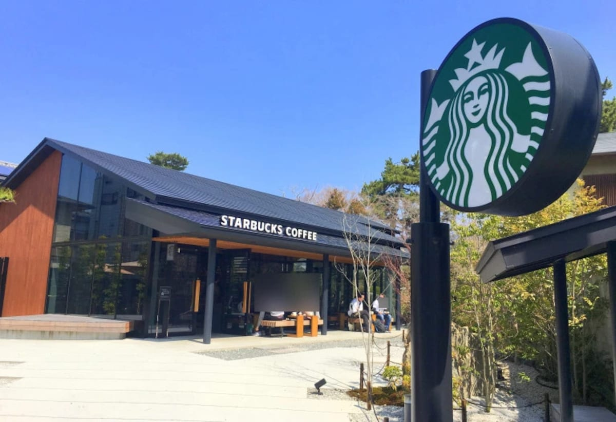 This Starbucks Has A Japanese Garden All About Japan