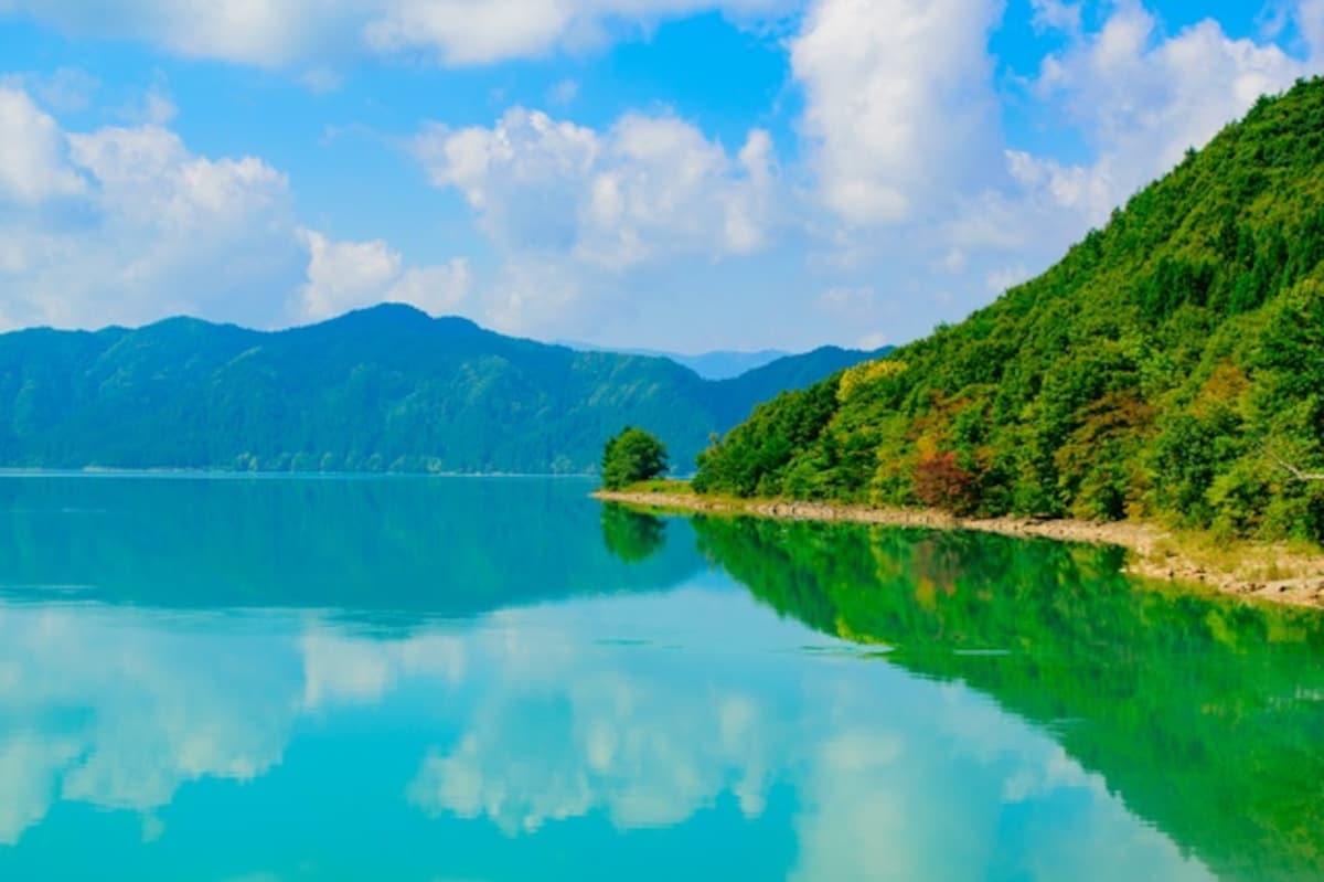 1. 田泽湖 (Lake Tazawa) — 秋田县