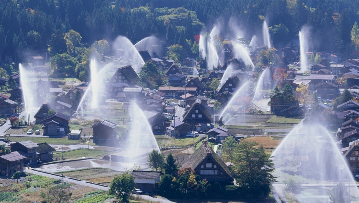 1.หมู่บ้าน ชิราคาวาโกะ (Shirakawa-go)