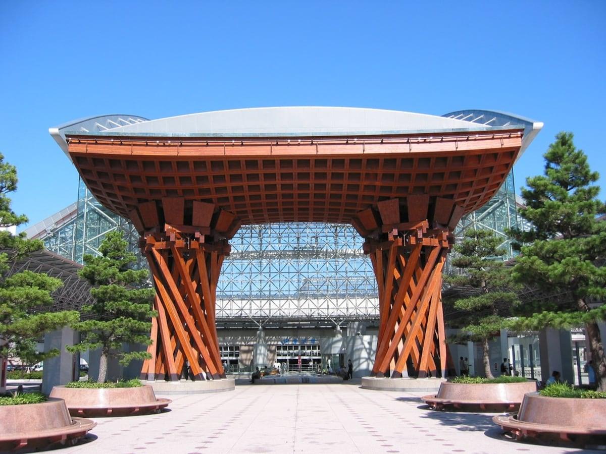 1. สถานีรถไฟคานาซาว่า (Kanazawa Station)