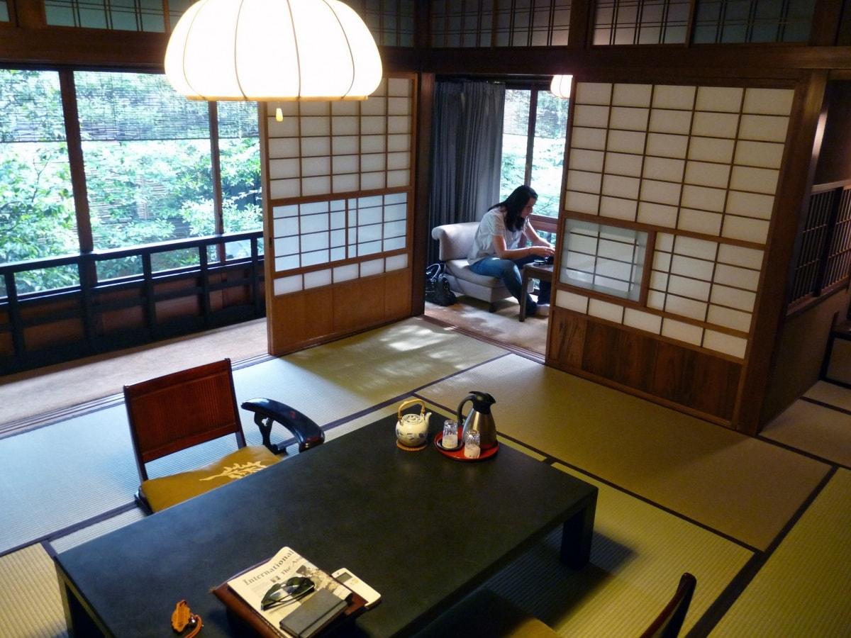 1. Ryokan (旅館)