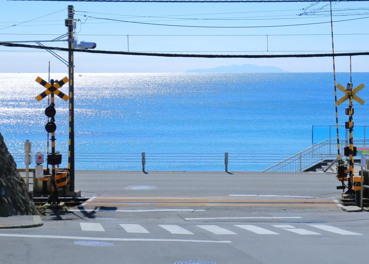 1. วิวทะเลและจุดตัดระหว่างทางรถไฟกับถนน ที่สถานีรถไฟ Kamakurakokomae จังหวัดคานากาวา (Kanagawa) จากเรื่อง Slam Dunk