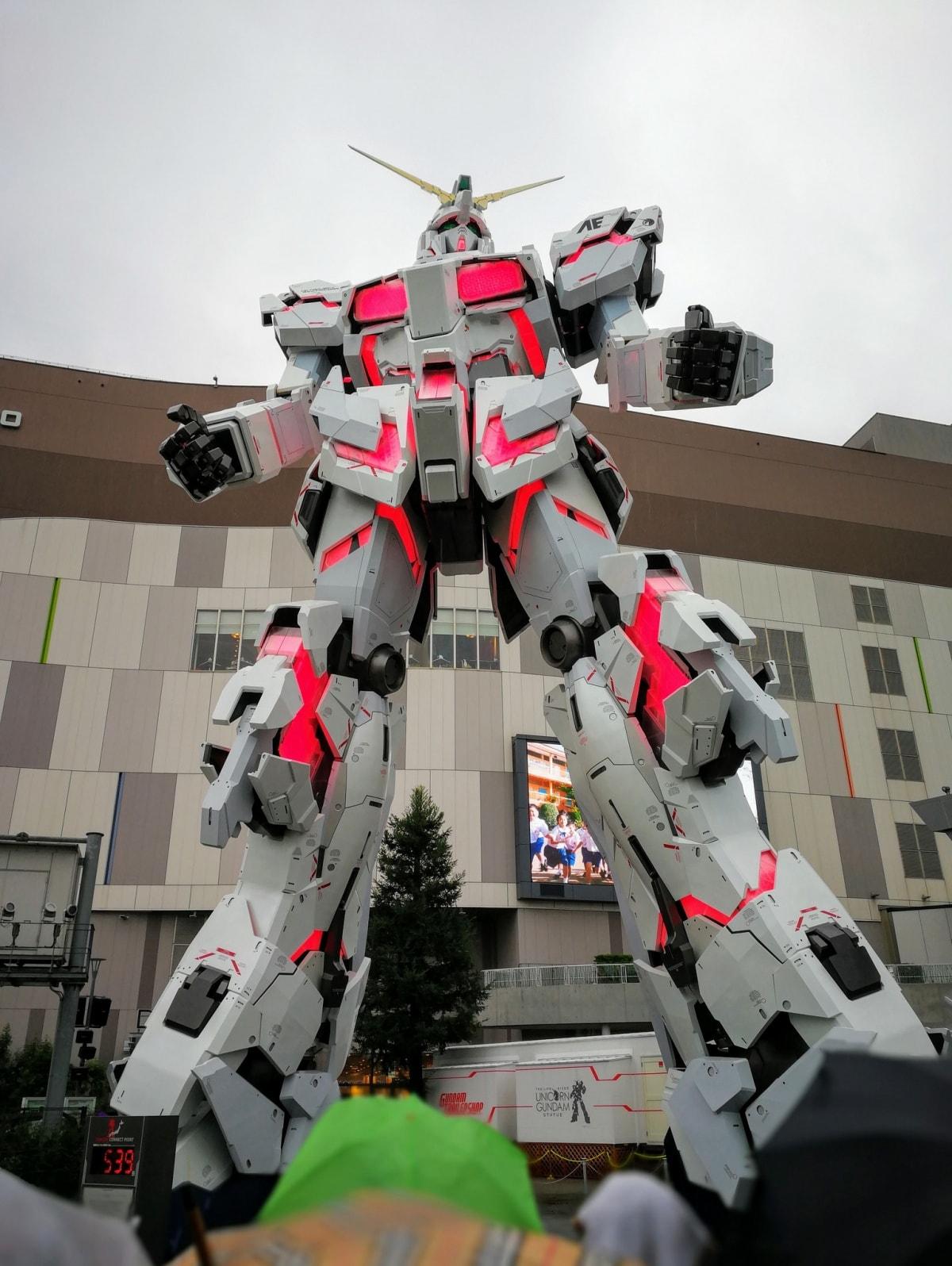 1. หุ่น Unicorn Gundum ขนาดยักษ์หน้า DiverCity Tokyo Plaza