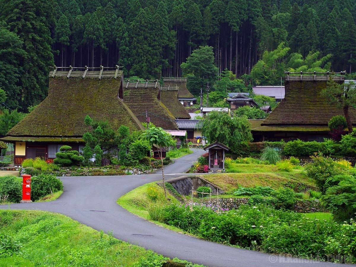 1. ชมหมู่บ้านโบราณที่มิยาม่า (Miyama)