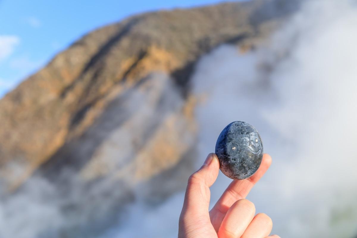 1.กินไข่ดำที่ หุบเขา Owakudani ที่เมือง Hakone จังหวัด Kanagawa