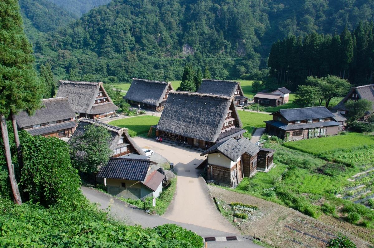 1. หมู่บ้านโกคายาม่า (Gokayama Village)