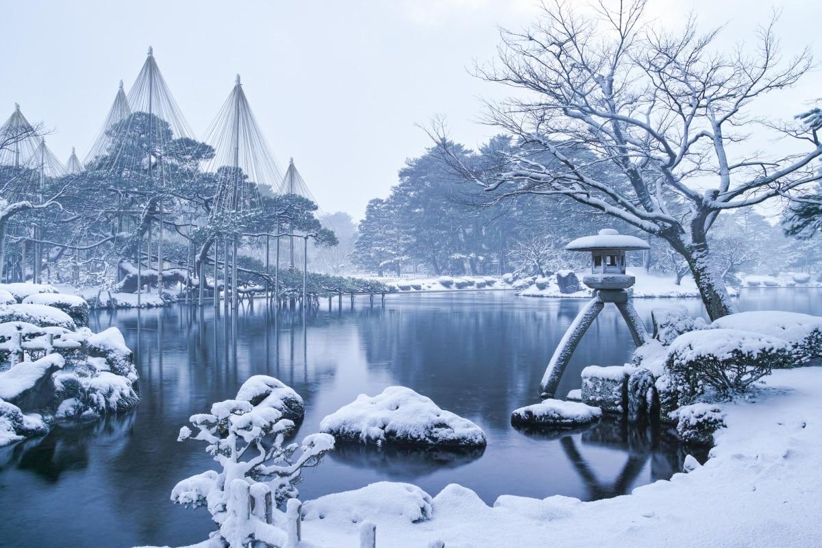 1. สวนเค็นโรคุเอ็น (Kenrokuen Garden)