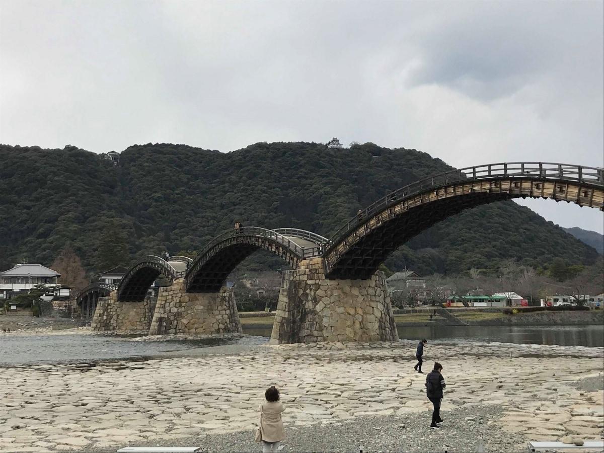 สะพานไม้ 5 โค้ง