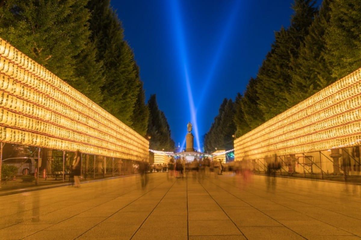用三萬盞燈籠祈求世界和平~靖國神社御靈祭