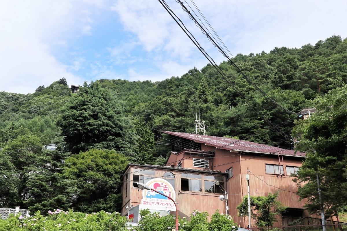 搭乘纜車到天山上公園眺望河口湖與富士山的競演