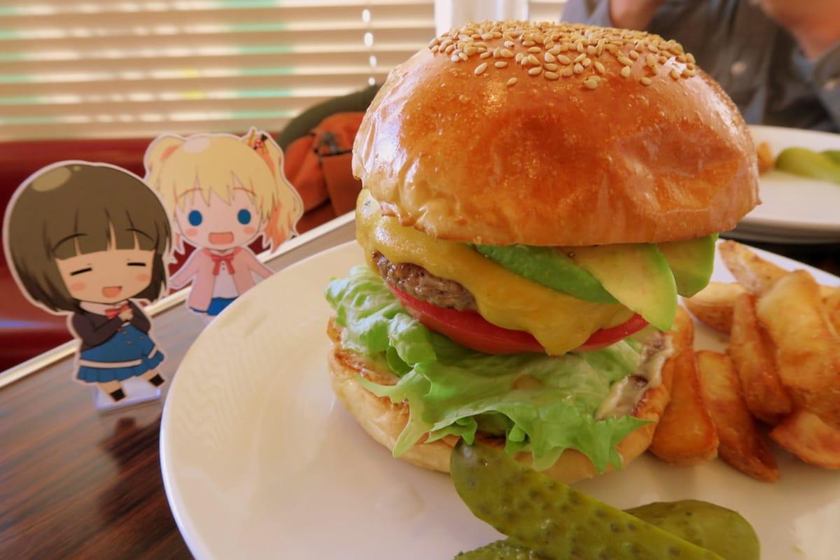 「Reg-On Diner」首推經典不敗的酪梨培根起司堡