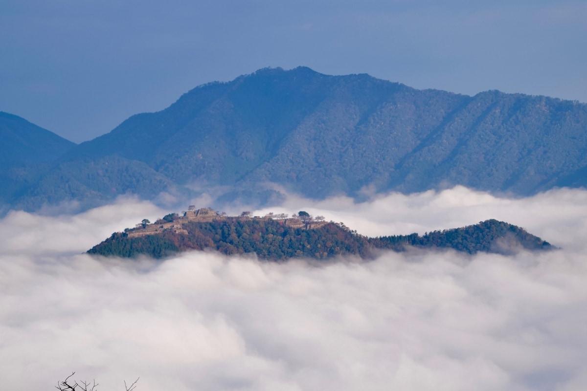 1. ปราสาททาเคดะ (Takeda Castle)