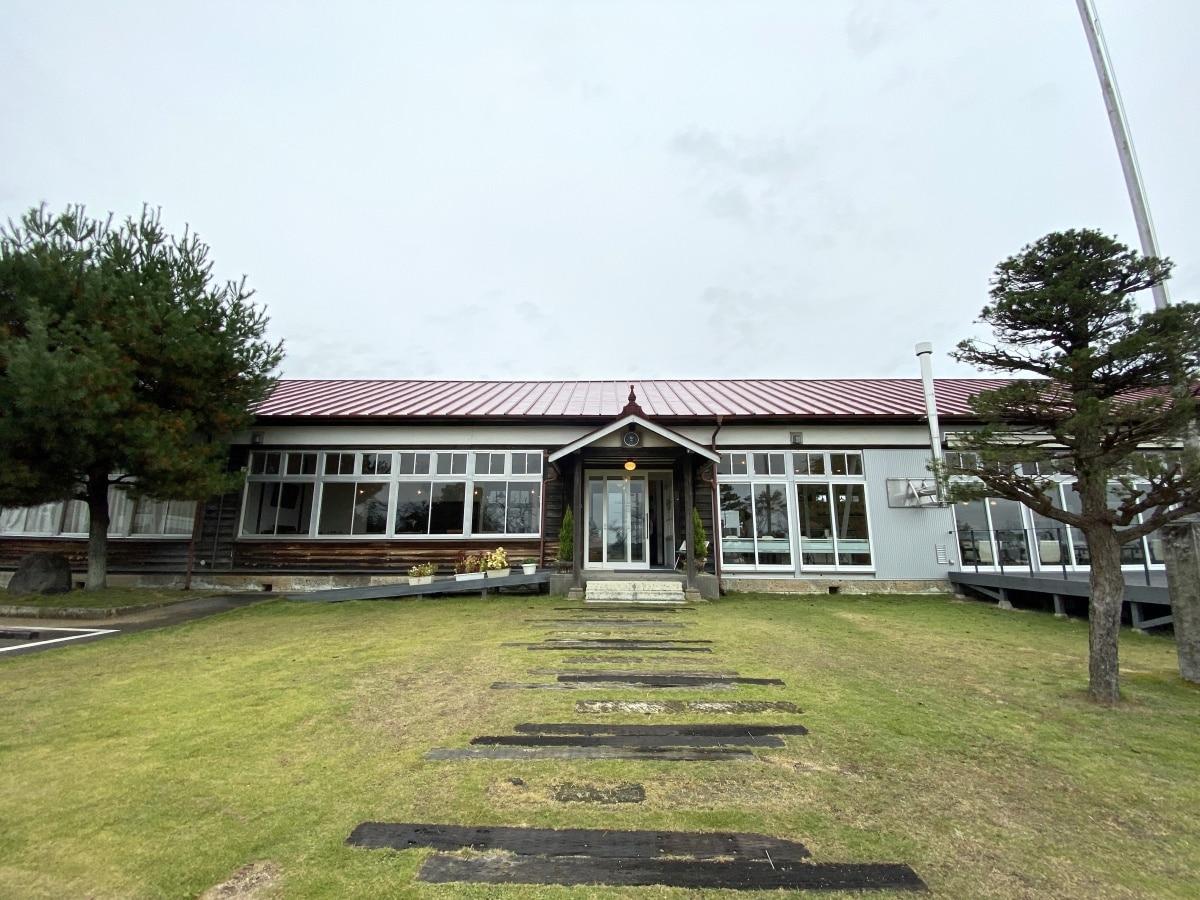 小學閒置空間再利用的「蜂巢小珈琲店」