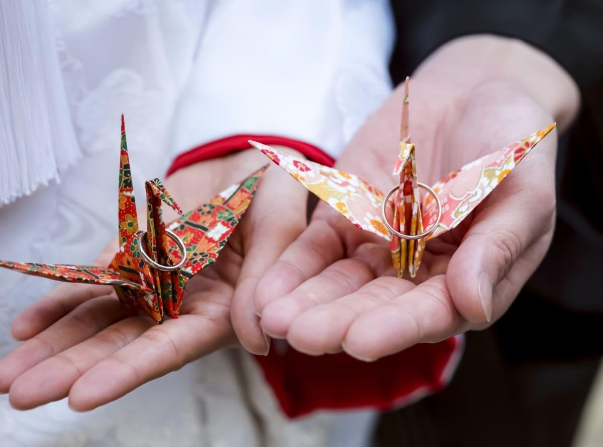 1. ฝึกพับกระดาษโอริงามิ (Origami)