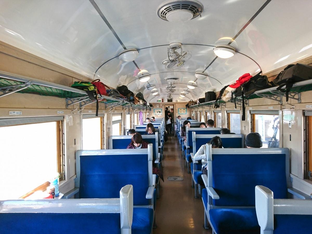 蒸汽火車頭搭配翻新車廂 打造出昭和的鐵道時光