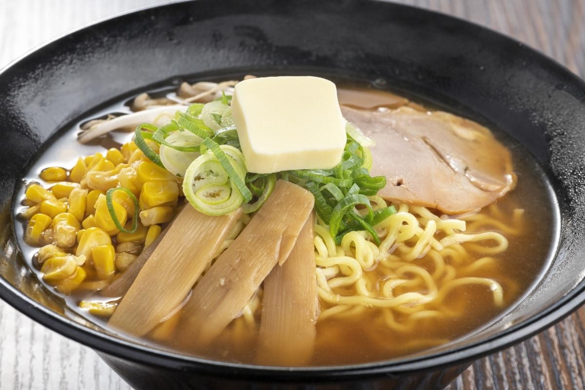1. กินมิโสะราเม็งสูตรดั้งเดิมของฮอกไกโดที่ตรอกราเม็งซัปโปโร (Sapporo Ramen Yokocho)