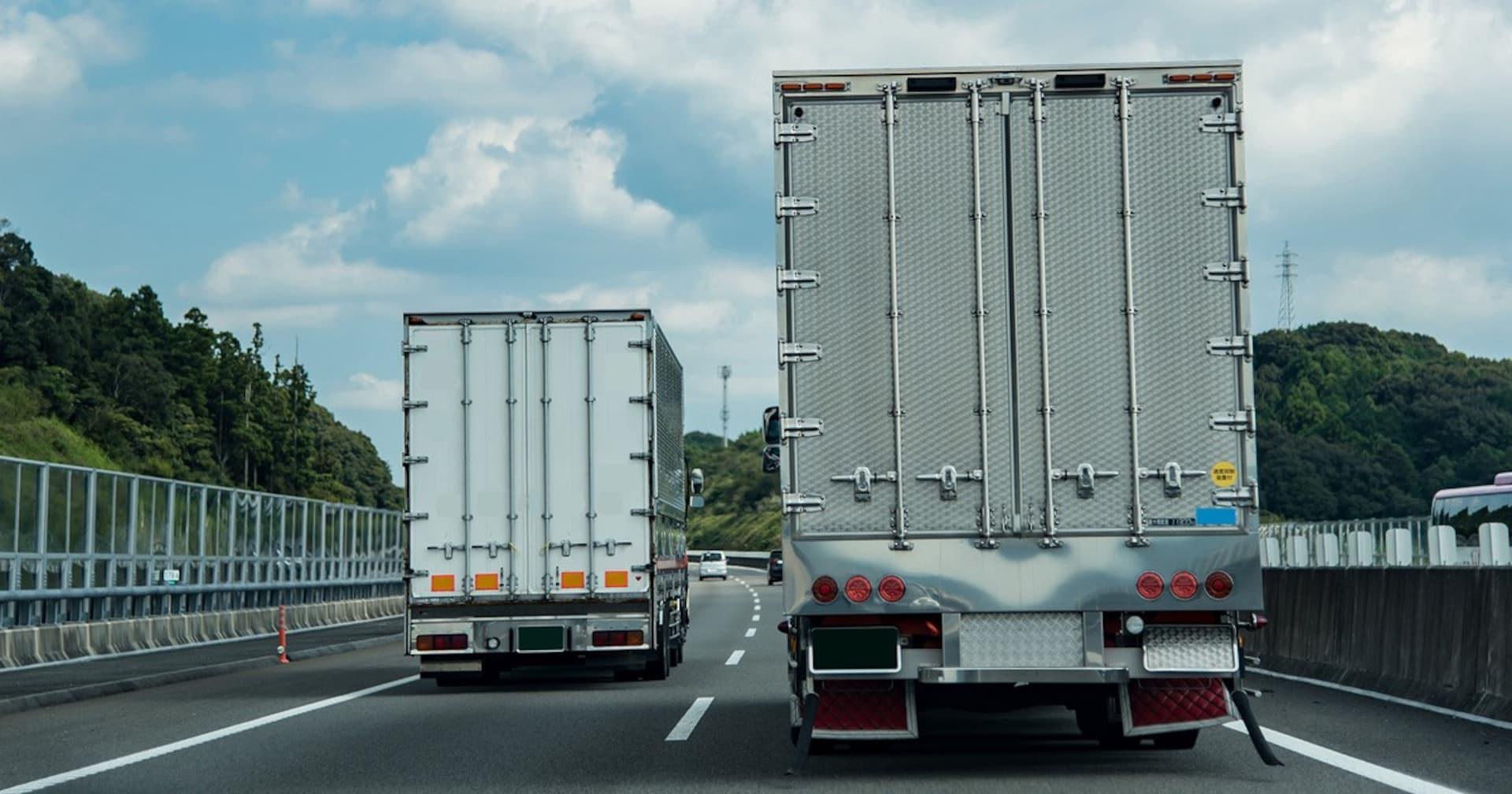 追越し車線をノロノロ走る車を左側から追越したらダメ? 「右ウィンカー」は効果ある?