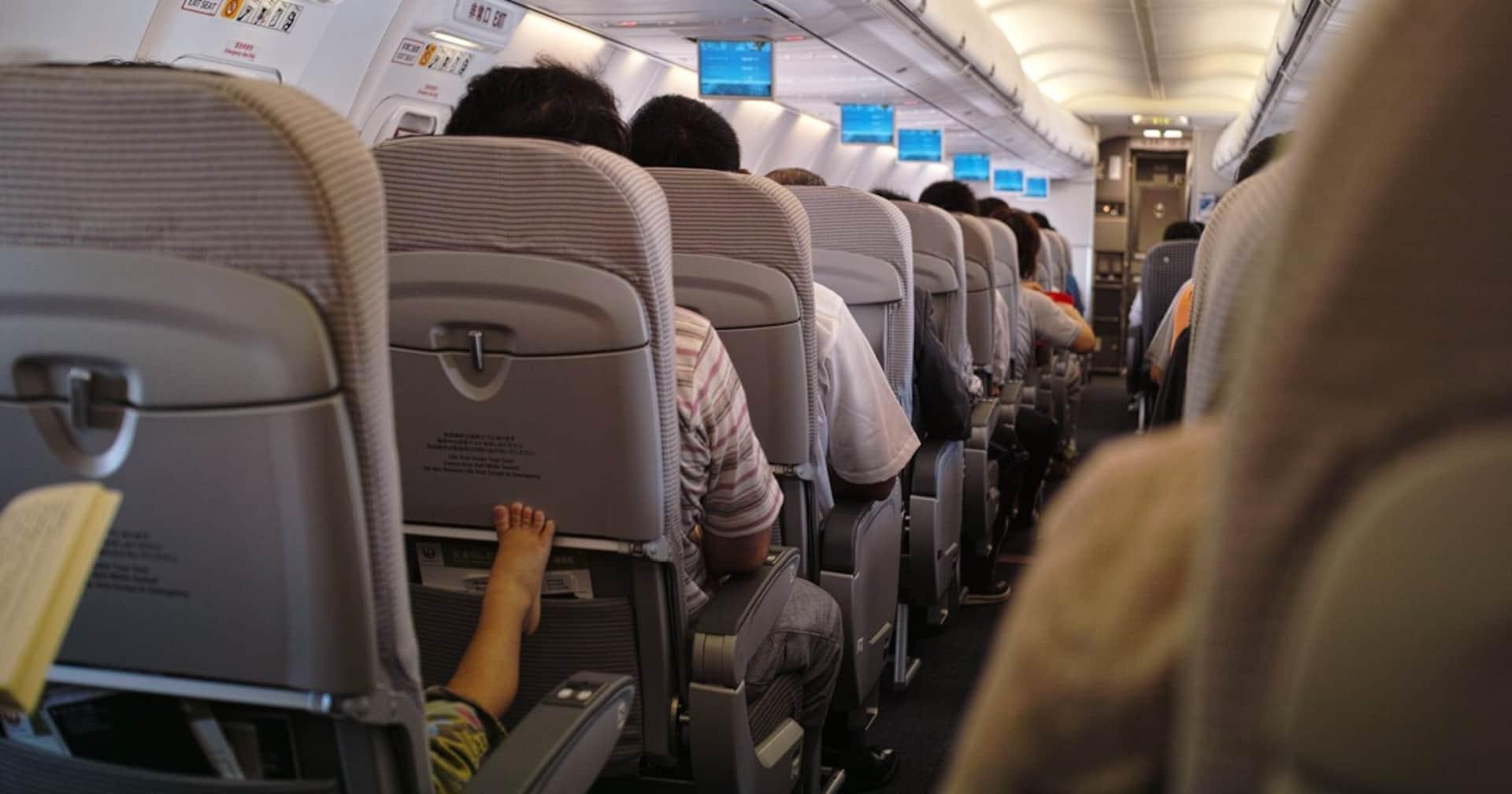 旅行通が必ず持ち込む「機内快適グッズ」とは?