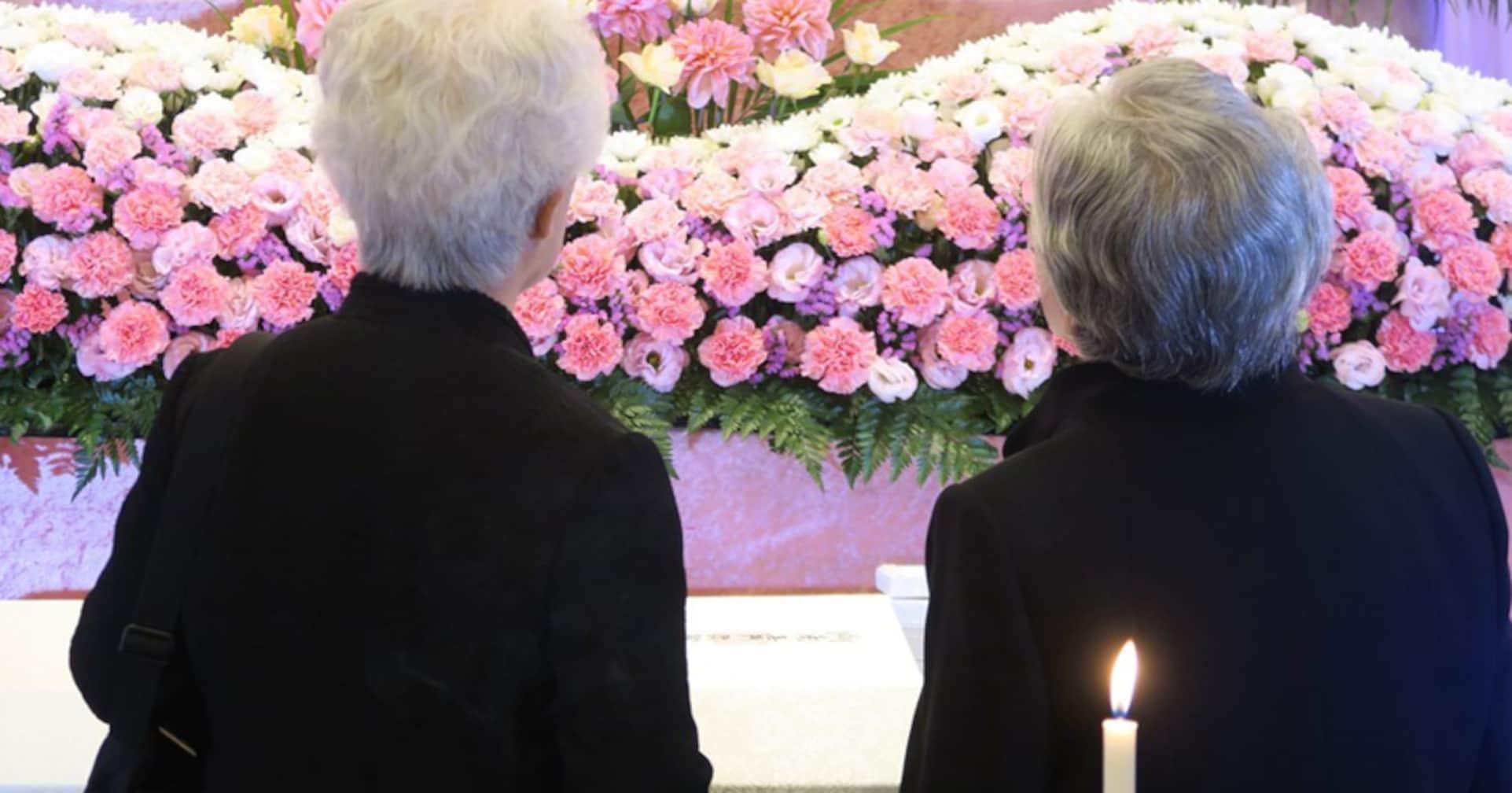 高齢者の葬式にばかり出ていると、この行為を失礼だと思う感覚がなくなってくる → 「これ、激しく同意」「社会通念も変わっていくんだね」と共感の声多数