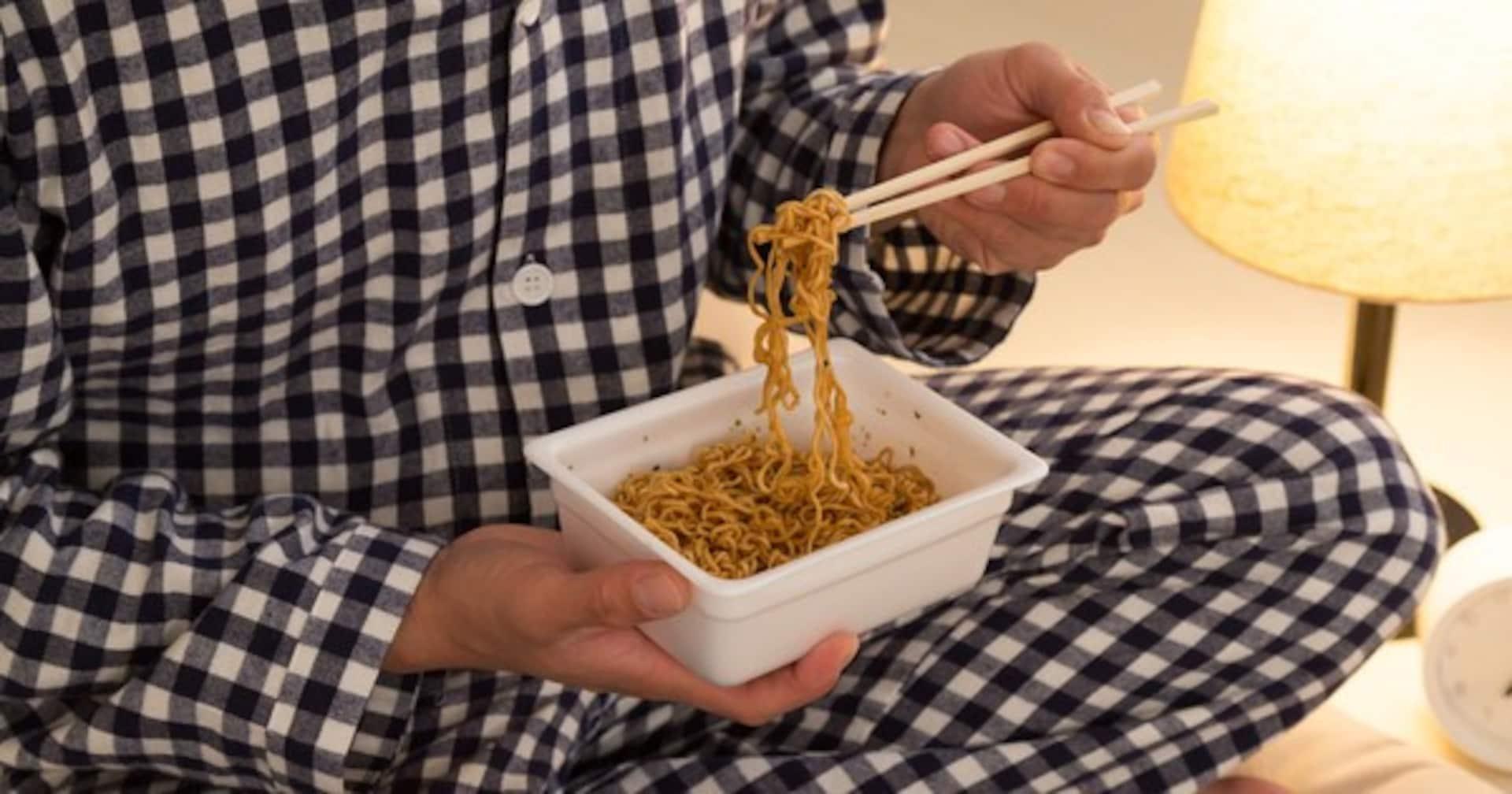 寝る直前の食事生活を、1か月したらでる悪影響は?