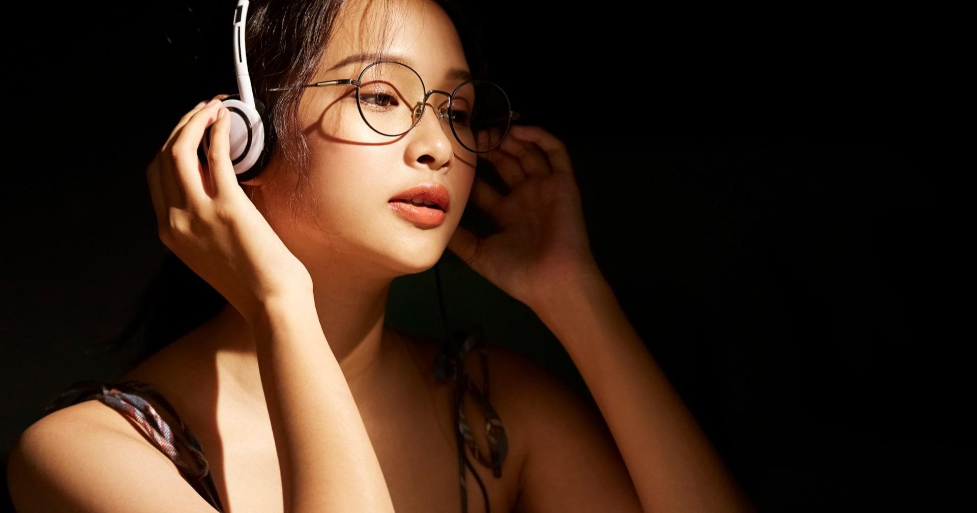"""そういうことか! 宇多田ヒカル『Automatic』MVで""""あの中腰""""の理由に驚き【1999年のヒット曲ベスト5】"""