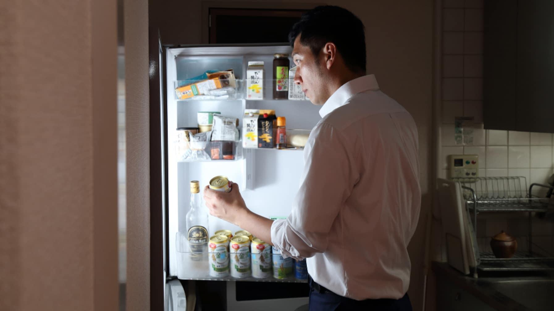 知らなかった!冷蔵庫でビールを保存する際「〇〇」に置くのはNG!?