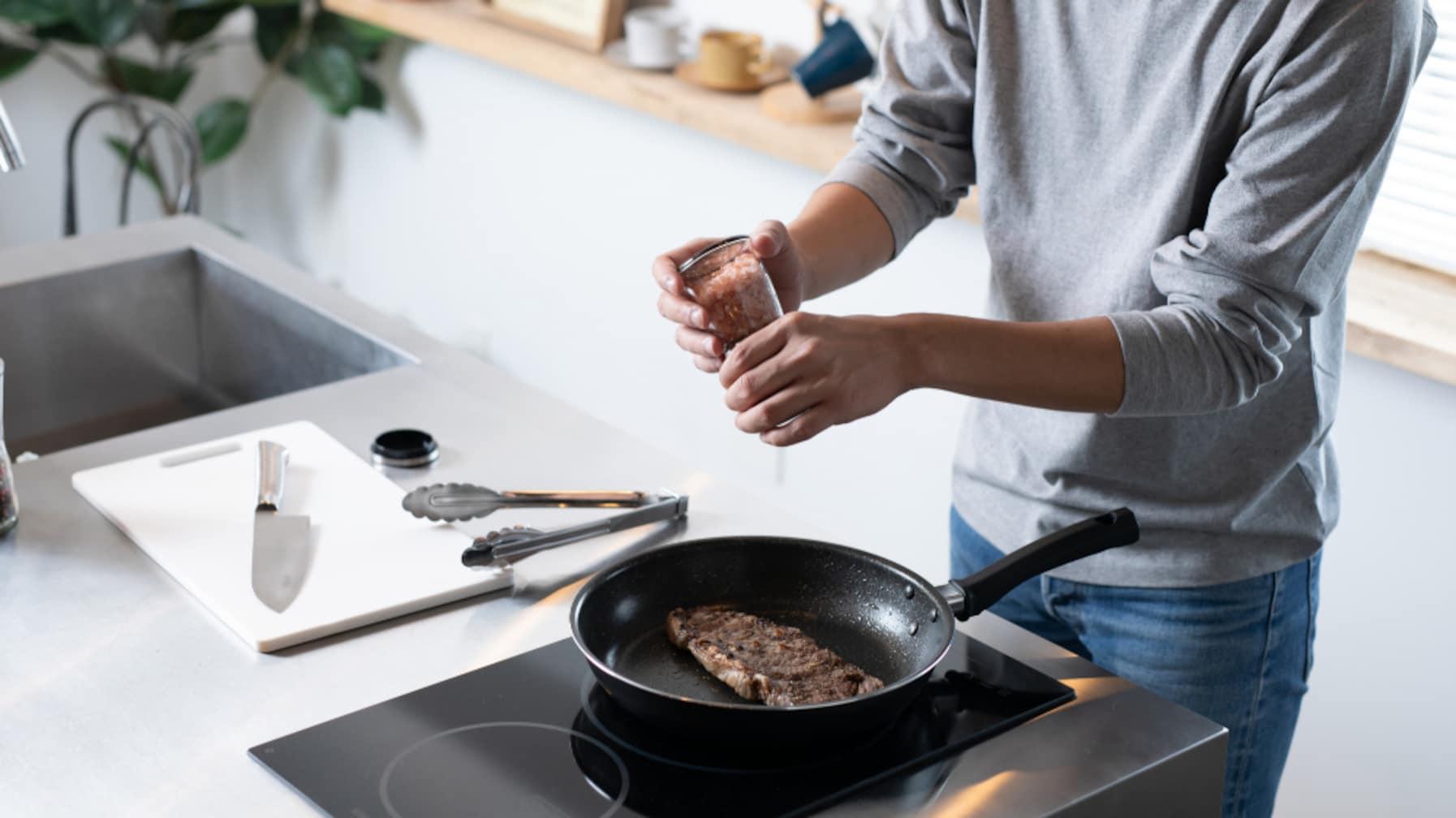 「自炊したほうが良いと言う人がいるけれど…」外食だと塩分過多になるという指摘への反論が話題に