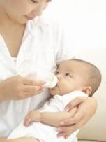 「片方を選ぶ必要はない」母乳育児+粉ミルクを選ぶ理由
