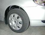 """パンクをドライバーに知らせる""""タイヤ空気圧警報システム""""とは"""
