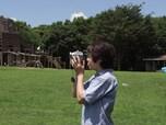 カメラマンの目線の高さ以外から撮影する