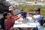 キャンプでは水や食べ物、燃料など、すべてのモノは貴重