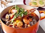 おしゃれディナーを演出!簡単ブイヤベース風トマト鍋