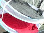 セーターの型崩れを防ぐ干し方&便利グッズ