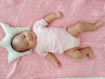 デリケートな赤ちゃんの頭の向き癖の直し方