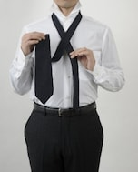 初心者がネクタイの結び方でまず覚えるべきプレーンノットの結び方