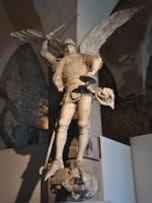 大天使ミカエルの物語と、モンサンミッシェルに残る伝説