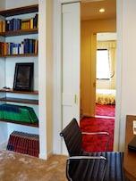 部屋と部屋を繋ぐウォークスルークローゼットの例